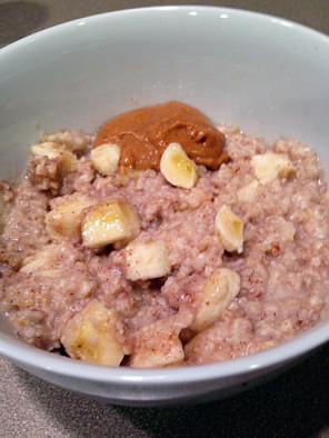 Oatmeal with bananas, cinnamon,